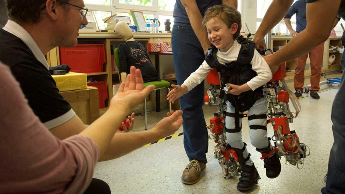 En Valencia están trabajando con el primer exoesqueleto para niños